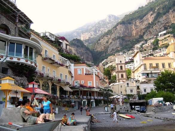 8 Of The World S Most Beautiful Coastal Towns Bootsnall