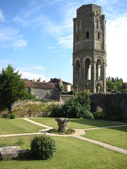 Charroux---Charlemagne&#039;s-tower