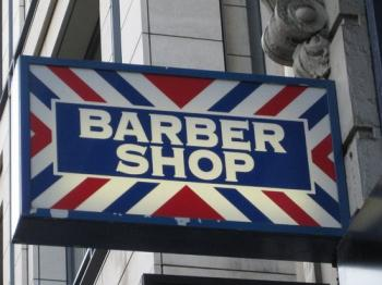 Barber shop in Fleet Street. Photo by Aleksander Bratlie