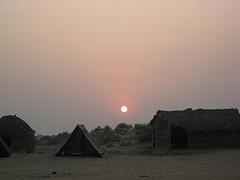 The hot sun disapears over the Bikaner desert