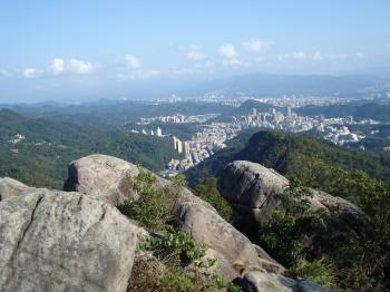 Top of Jinmiansan, strewn with heavy boulders.