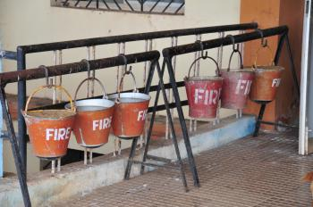 Fire extinguishers at the Canacona station in Goa (©MRandin)