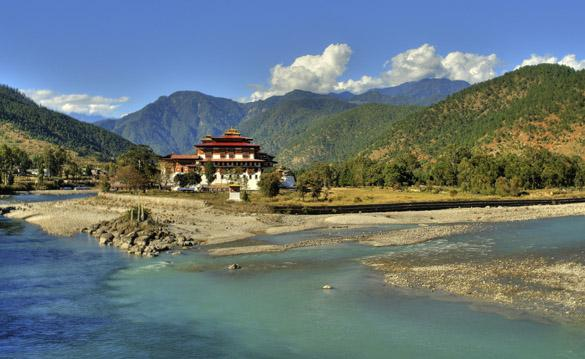 2_bhutan  12 Countries Why You Should Go There Now 2 bhutan1