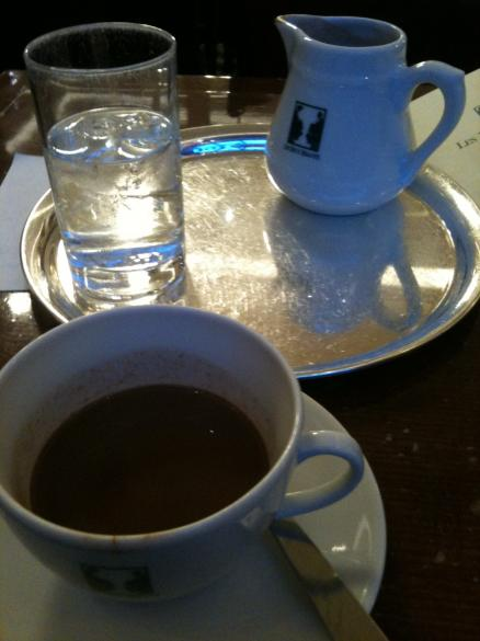 Peaceful Paris: hot chocolate at Les Deux Maggots in 6eme, Paris