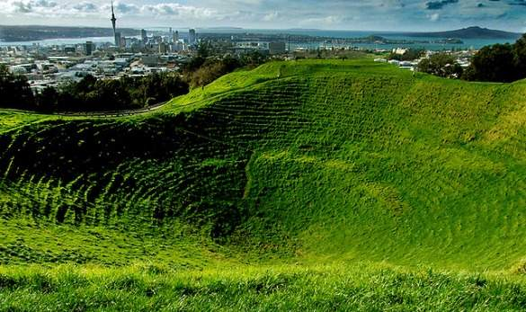 an introduction to the volcanic landscape in auckland Volcano map of new zealand the basalt from this ancient volcano forms the landscape and the site of the most recent of auckland's volcanic.