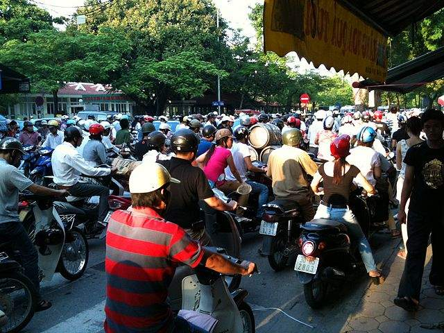 traffic hanoi