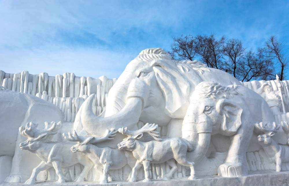 fest snow sculpture