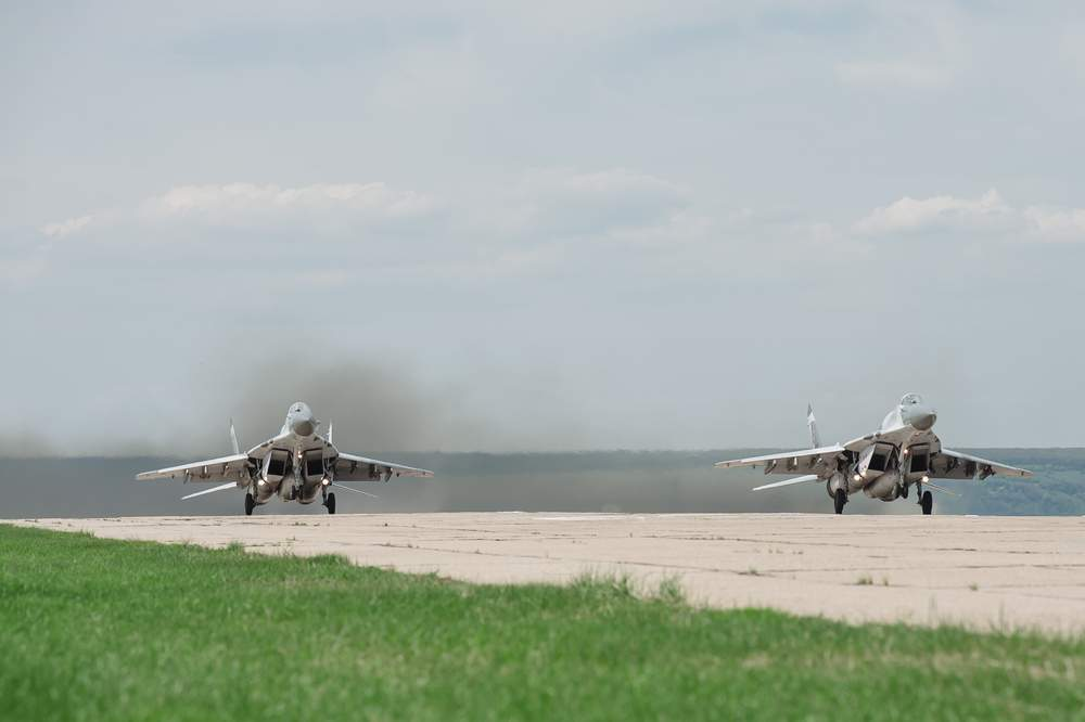 fly a mig-25 in Russia